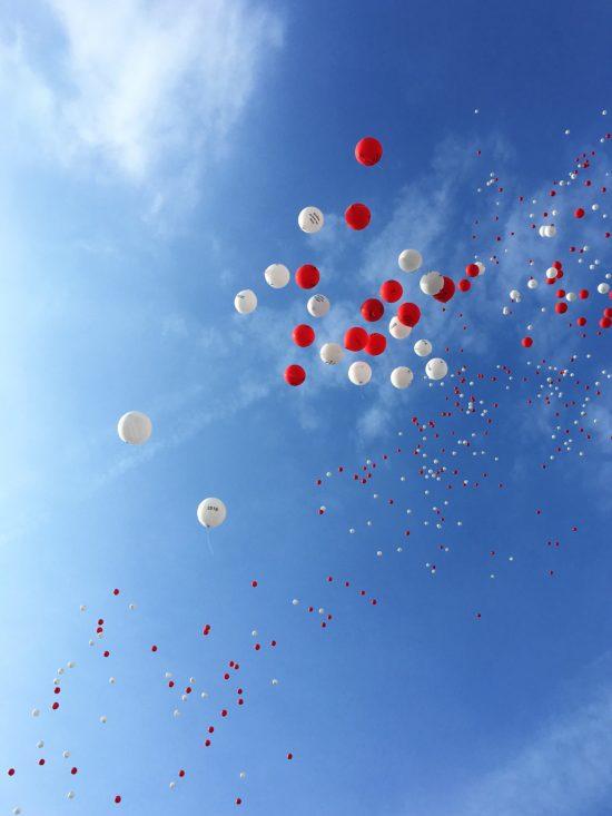 Kirmeseröffnung_Ballons_steigen