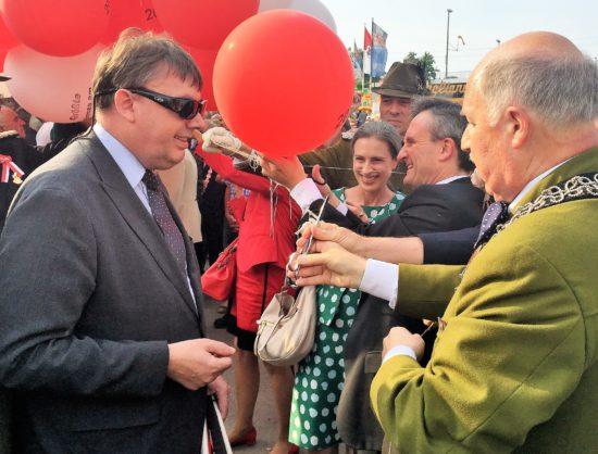kirmeseröffnung_luftballons
