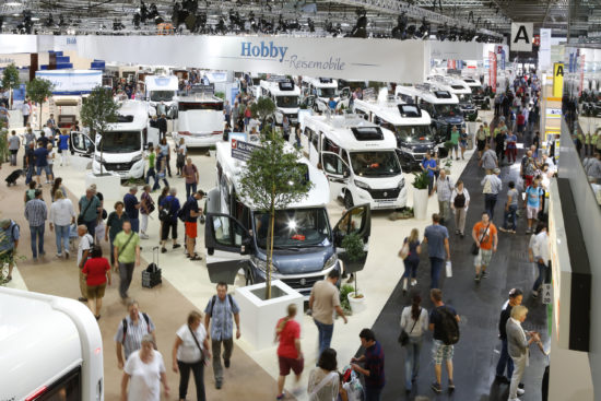 Düsseldorf, DEU. 29.08.2015. Der CARAVAN SALON DUESSELDORF ist die weltgrößte Messe für mobile Freizeit, zu der jedes Jahr mehr als 175.000 Besucher kommen. Insgesamt 590 Aussteller präsentieren von Samstag, 29. August bis Sonntag, 6. September 2015 Reisemobile und Caravans jeder Größe und Preiskategorie, außerdem Zubehör, Zelte, Technik und touristische Destinationen. _ CARAVAN SALON DUESSELDORF showcases the world_s largest selection for mobile holidays. From August 29 to September 6 2015, 590 exhibitors show motorhomes and caravans, basic vehicles, accessoires, equipment, tents, mobile homes and travel destinations. Each year some 175,000 visitors come to see the CARAVAN SALON. Foto: Constanze Tillmann, Exploitation right Messe Duesseldorf, M e s s e p l a t z, D-40474 D u e s s e l d o r f, www.messe-duesseldorf.de; eine h o n o r a r f r e i e  Nutzung des Bildes ist nur fuer journalistische Berichterstattung, bei vollstaendiger Namensnennung des Urhebers gem. Par. 13 UrhG (Foto: Messe Duesseldorf / ctillmann) und Beleg moeglich; Verwendung ausserhalb journalistischer Zwecke nur nach schriftlicher Vereinbarung mit dem Urheber; soweit nicht ausdruecklich vermerkt werden keine Persoenlichkeits-, Eigentums-, Kunst- oder Markenrechte eingeraeumt. Die Einholung dieser Rechte obliegt dem Nutzer; Jede Weitergabe des Bildes an Dritte ohne  Genehmigung ist untersagt | Any usage and publication only for editorial use, commercial use and advertising only after agreement; unless otherwise stated: no Model release, property release or other third party rights available; royalty free only with mandatory credit: photo by Messe Duesseldorf]