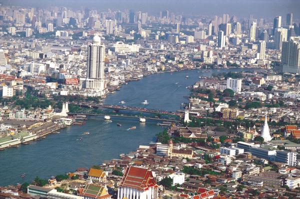 29__skyline_von_bangkok_am_chao_phraya_river.jpg