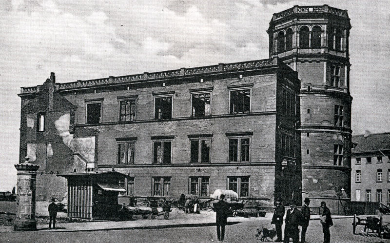 800px-Duesseldorfer-Schloss-Ruine.jpg