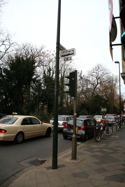 Feldstrasse 9 Uhr.jpg